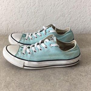 Women Converse Chuck Taylor Shoes size 7